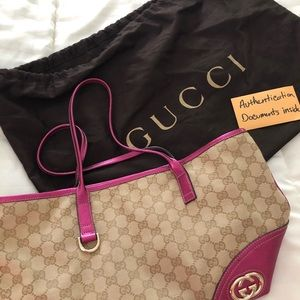 Selling a beautiful Gucci bag. Hot pink and beige